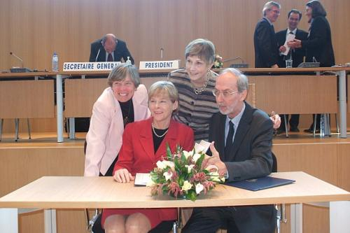 US Signs Child Support Convention - November 2007